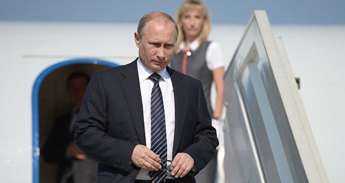 Russian President Vladimir Putin descends from the plane. File photo