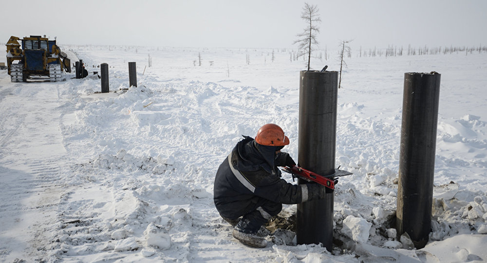 A worker lays pipes for the Vankor-Suzun oil pipeline.