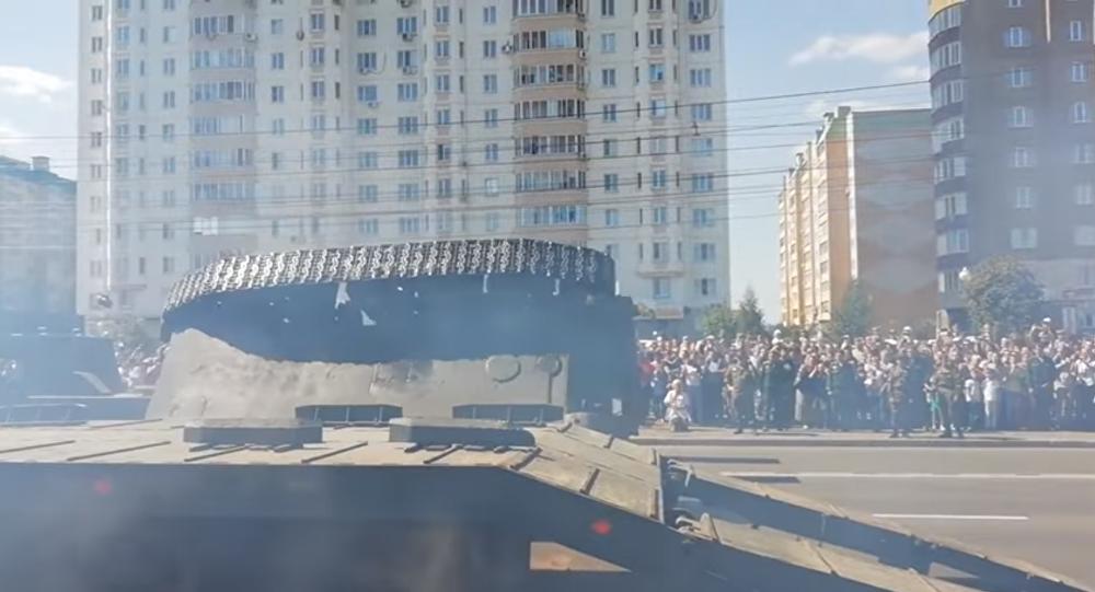 Tank overturns in Kursk