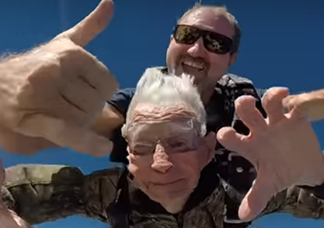 Army vet marks 100th birthday with skydive