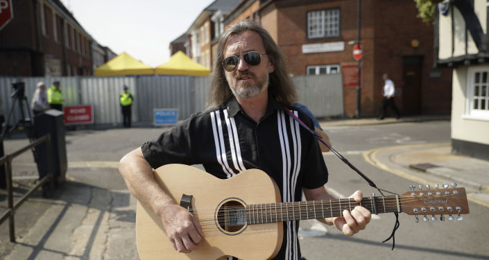 Local musician Pete Aves sings a song with lyrics inviting people to visit Salisbury