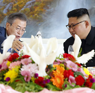 South Korean President Moon Jae-in, left, talks with North Korean leader Kim Jong Un at Okryu-Gwan restaurant in Pyongyang, North Korea, Wednesday, Sept. 19, 2018