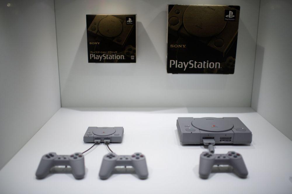 New Sony Playstation Classic 2018 vs. 1994 Sony Playstation Classic