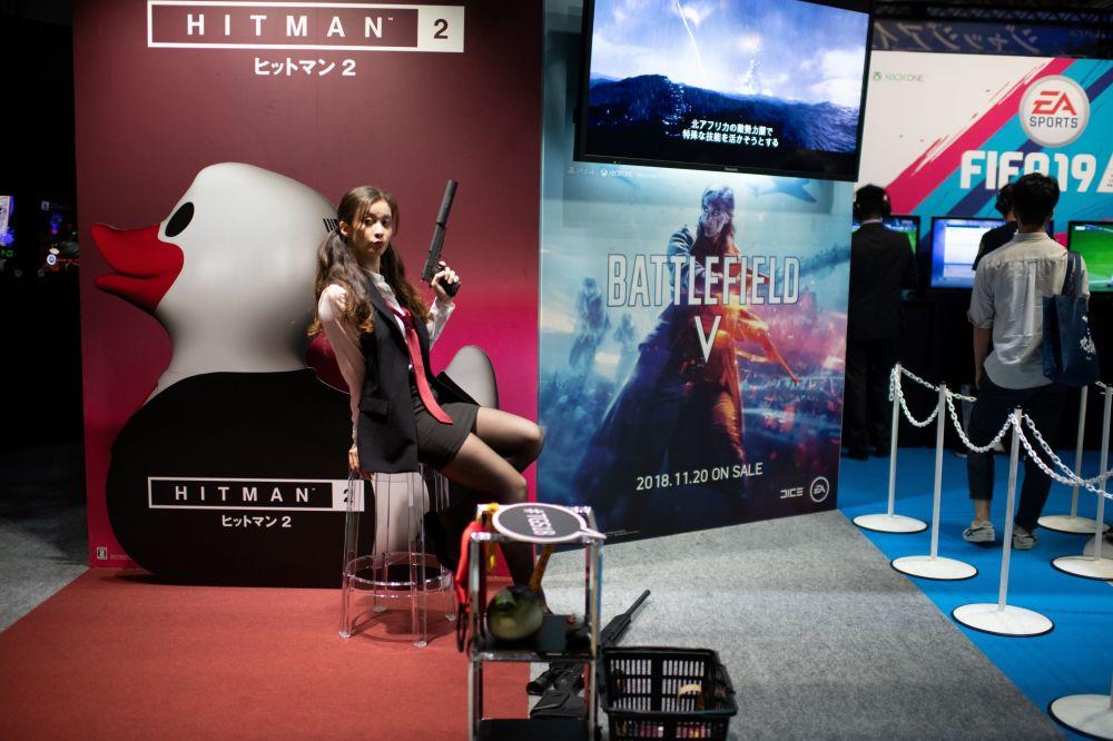 Bond Girl Tokyo Game Show