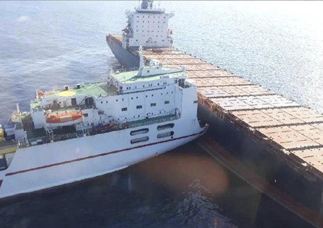 France Ships Collide