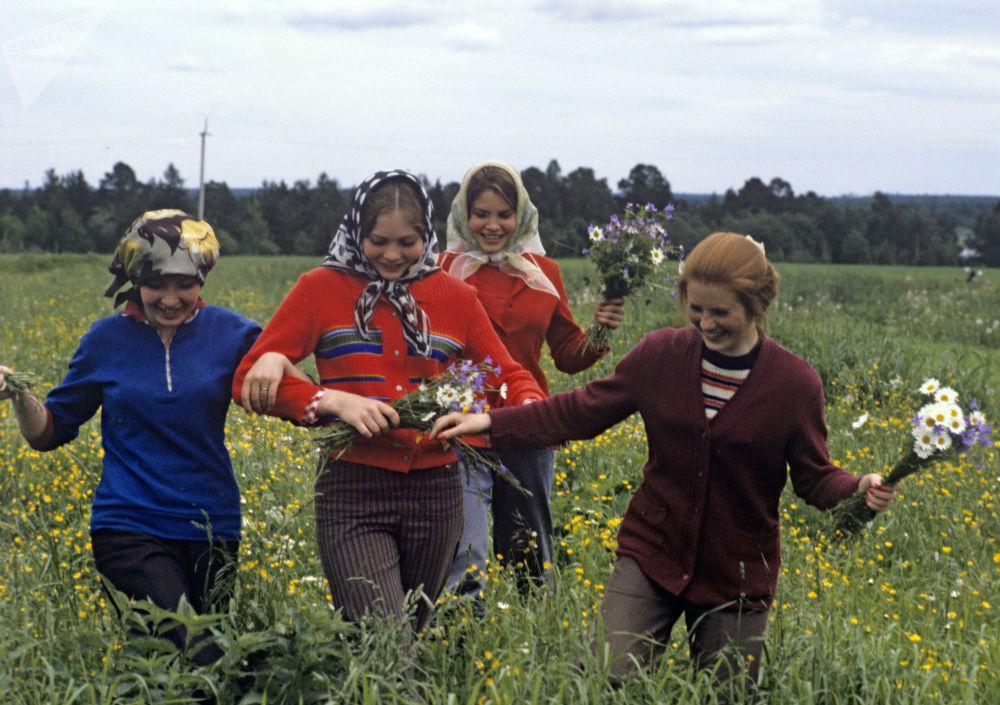 Soviet-Era Calf-Herds from Kostroma