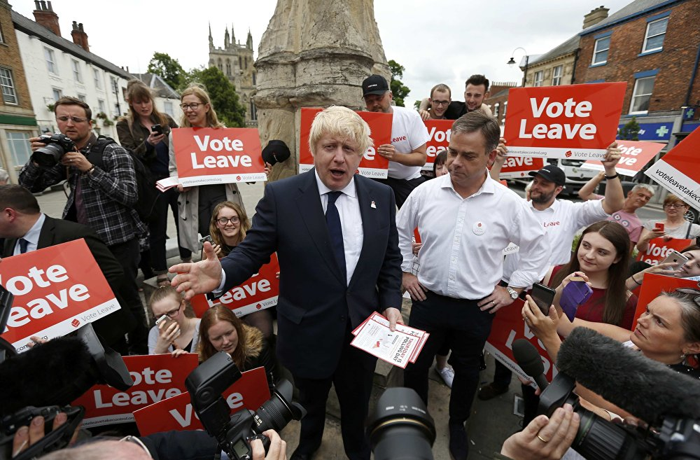 Former London Mayor Boris Johnson (C) speaks during a Vote Leave rally in Selby, Britain June 22, 2016.