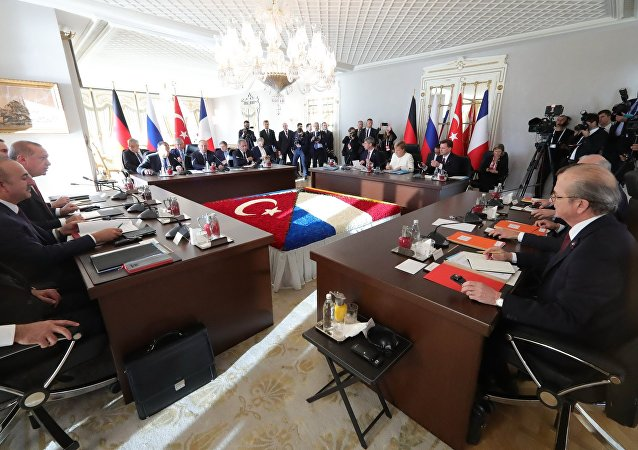 Russian President Vladimir Putin, German Chancellor Angela Merkel, Turkish President Recep Tayyip Erdogan (second from right) and French President Emmanuel Macron (right) during the meeting on Syria in Istanbul, October 27, 2018.