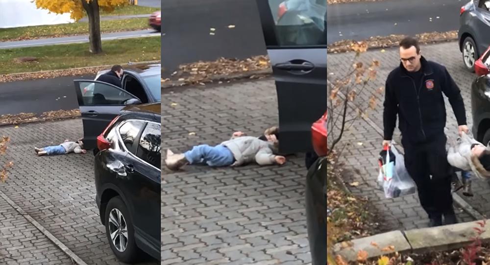 Mini Manipulator: Canadian Child Protests Walking