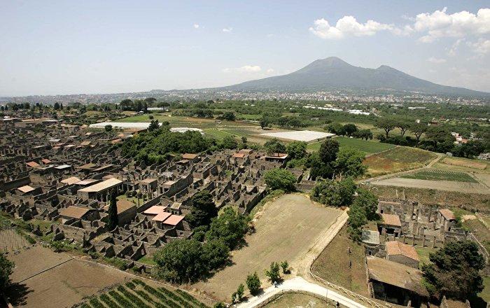 Amulets of Deities, Skulls and Phalluses Found in Ancient Pompeii Date Back to Eruption of Vesuvius