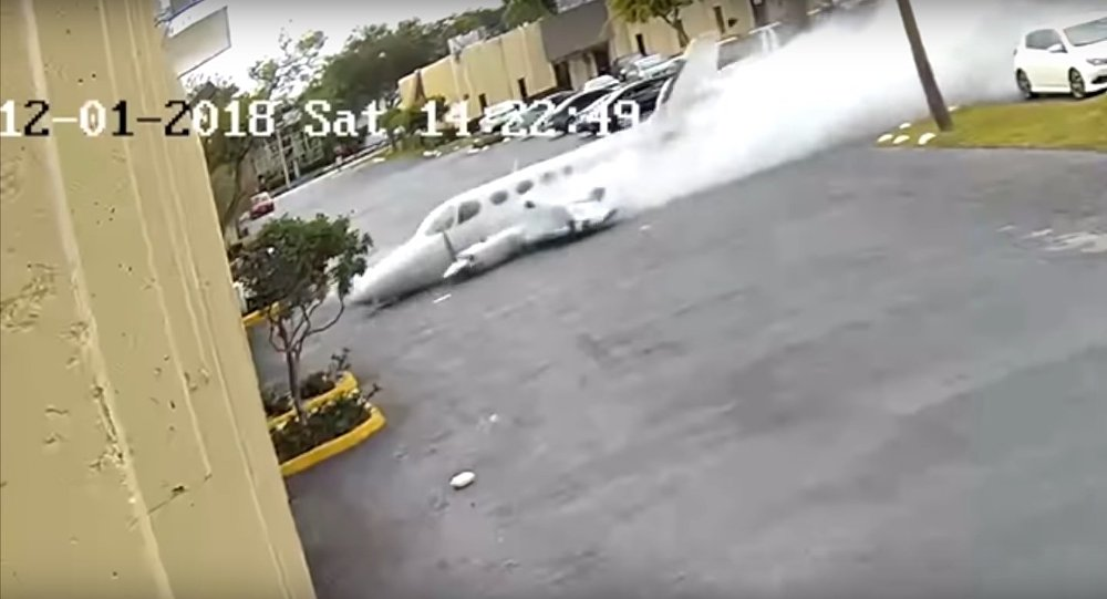 Plane crashes into building in Fort Lauderdale