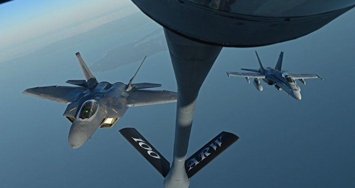 Air Refueling with F-22 F-18