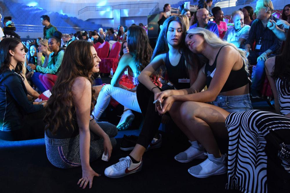 The Miss World 2018 Contestants Rehersing