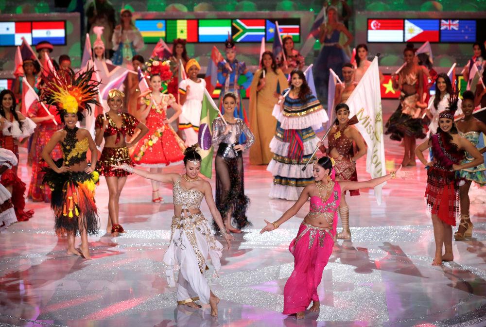 The Miss World 2018 Contestants Dance