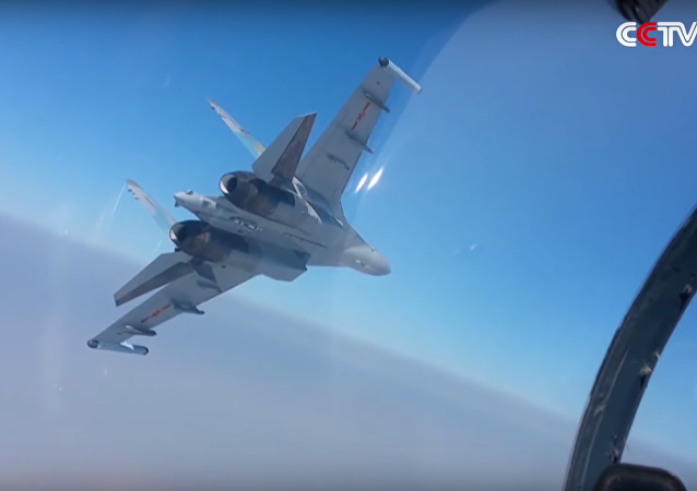 Screengrab of a Chinese Su-35 engaging in manoeuvres.