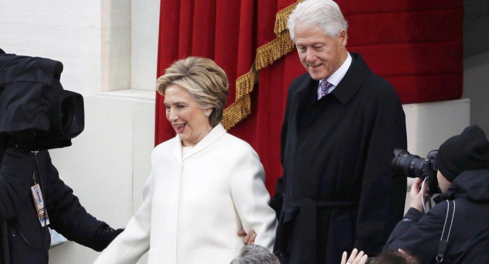'LOL': Donald Trump Jr. Mocks Bill Clinton Over 'My Valentine' Pic With Hillary