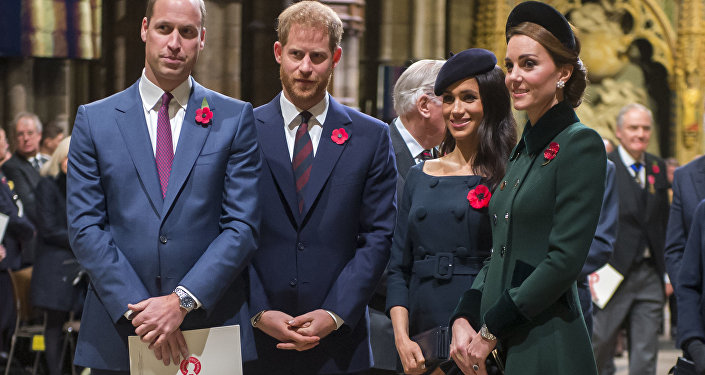 Pregnant Meghan Markle brings cheer to Royal Variety retirement home