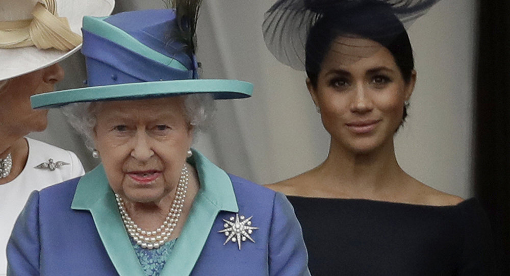 Meghan's Dad Appeals to Queen to Help Resolve Markle Family