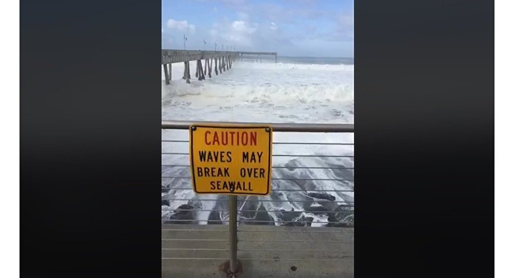 HUGE WAVES HITTING BAY AREA COASTLINE