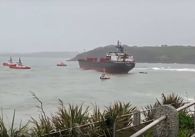 UK: Operations begin to re-float 'Kuzma Minin' Russian cargo ship off Cornwall