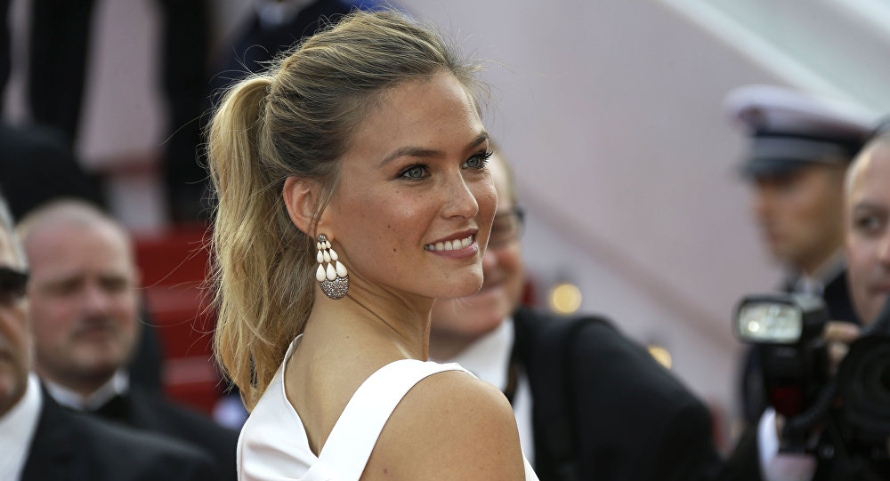 Bar Refaeli arrives for the opening ceremony and the screening of the film La Tete Haute (Standing Tall) at the 68th international film festival, Cannes, southern France, Wednesday, May 13, 2015.