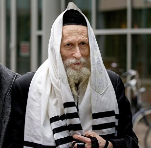 Israeli Rabbi Eliezer Berland (C), who is suspected of sexual abuse in Israel, arrives at court in Haarlem, on November 17, 2014, with his lawyer Louis de Leon (R)
