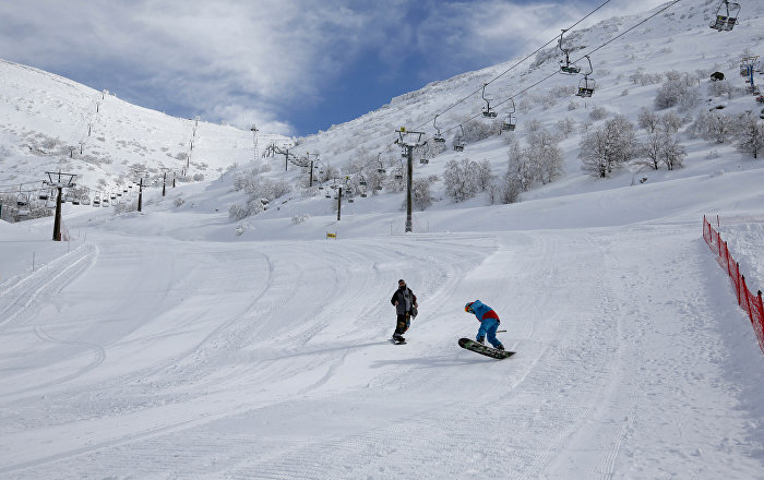 Snow surfers go down a slope at the Mount Hermon ski resort, in the Israeli-occupied Golan Heights, on January 10, 2019.