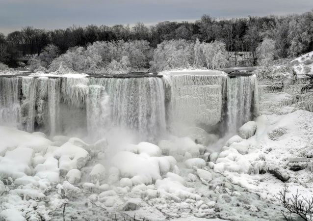 Niagara Falls Partially Freezes Up