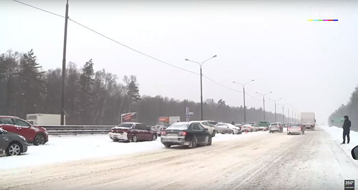 Scene of one of the multi-car pileups outside Moscow.