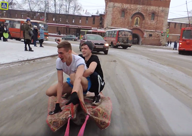 Russians Cruise Through Nizhny Novgorod on 'Magic Carpet'