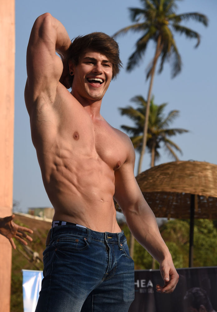 Jeff Seid on stage of the Body Power Beach Show