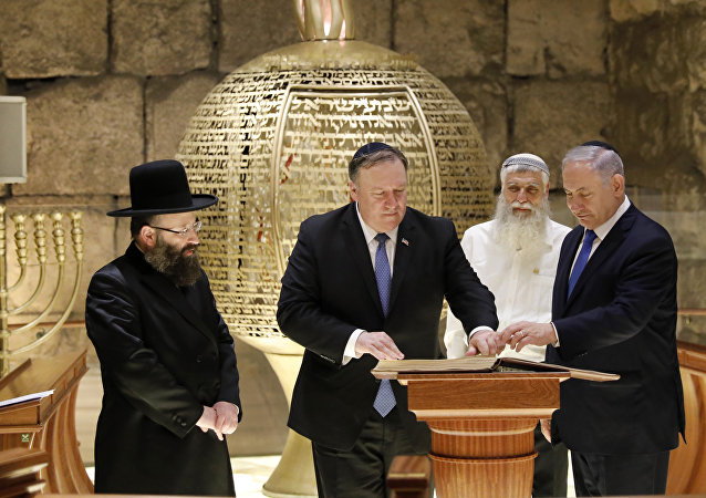 From left, Rabbi of the Western Wall Shmuel Rabinovitch, US Secretary of State Mike Pompeo, center, Israeli Prime Minister Benjamin Netanyahu visits the Western Wall tunnels synagogue in Jerusalem's Old City on 21 March, 2019