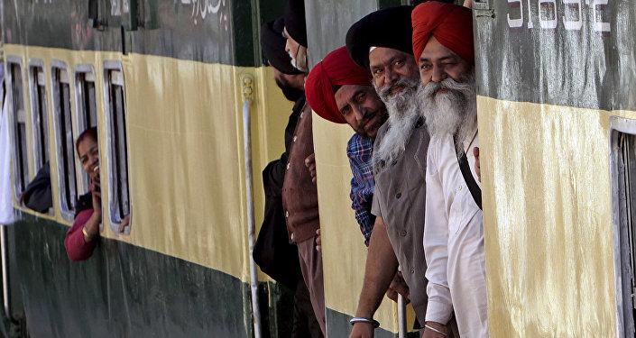 Indian Sikh pilgrims arrive at Wagha railway station to attend the birth anniversary of their spiritual leader Baba Guru Nanak, in Pakistan, Wednesday, Nov. 21, 2018