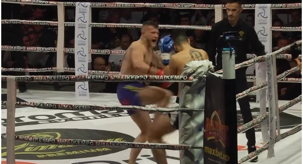 Romanian kickboxer Eduard Gafencu knocks out Dutchman Thomas Doewe at the Colosseum Tournament in Bucharest.