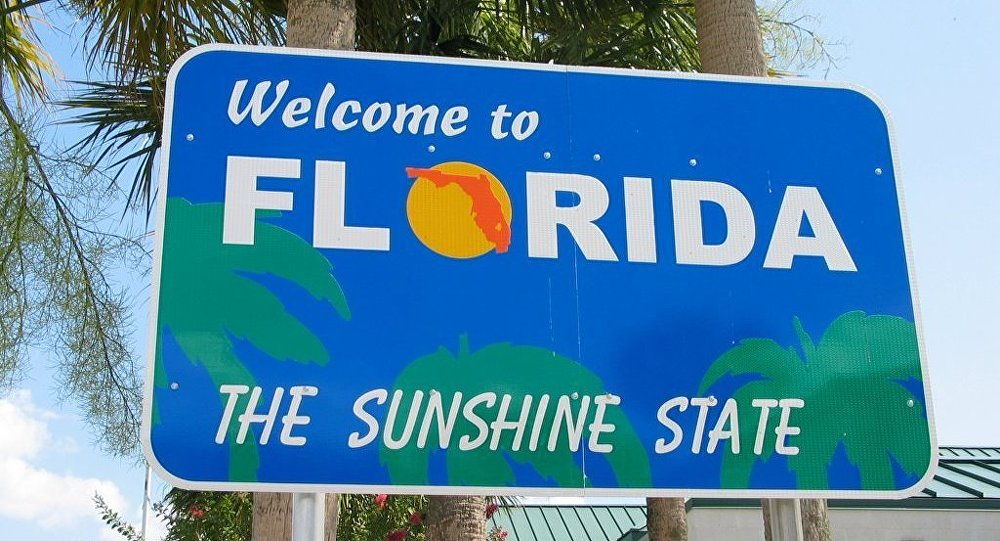 highway sign welcoming travelers to the US state of Florida