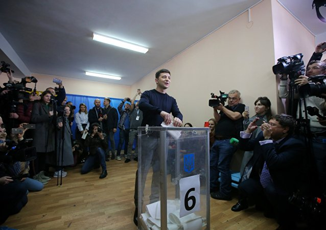 Zelensky votes in the election.