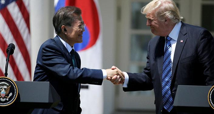 U.S. President Donald Trump (R) greets South Korean President Moon Jae-in