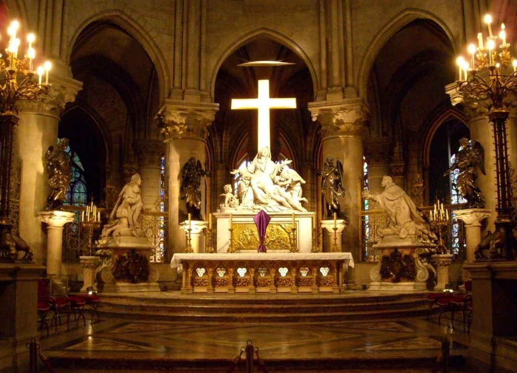 Choir of Notre-Dame of Paris: Pieta by Nicolas Coustoues and on both sides, statues of Louis XIII by Guillaume Coustou and Louis XIV sculpted by Antoine Coysevox