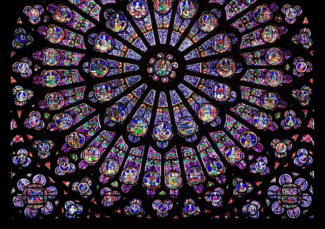 The north rose window of the Cathédrale Notre-Dame de Paris, an example of Rayonnant architecture, and the row of figures in stained glass below.