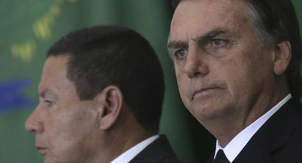 Hamilton Mourão e Jair Bolsonaro.