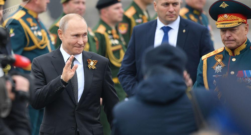 Президент РФ Владимир Путин на Параде Победы на Красной площади