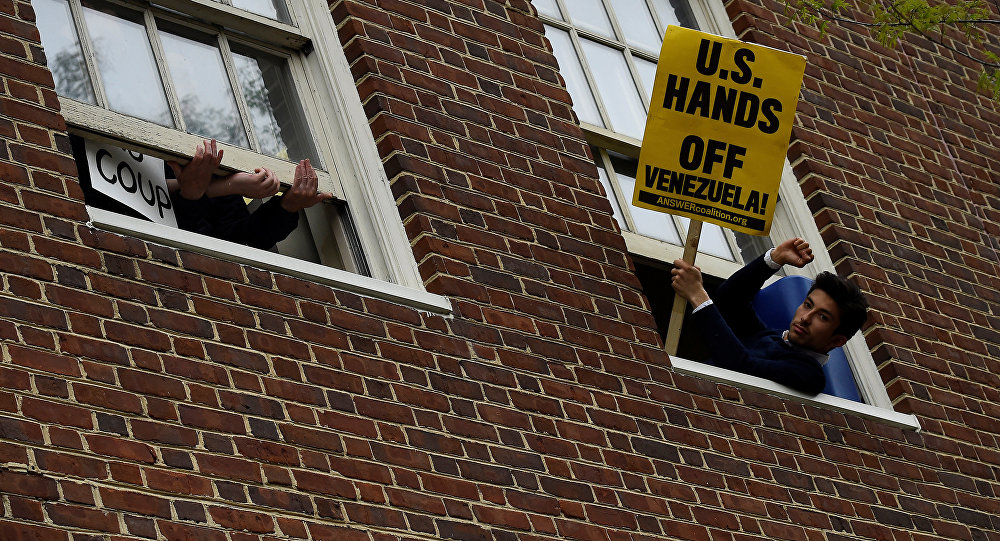 US Police May Arrest Protectors of Venezuela's Embassy in Washington