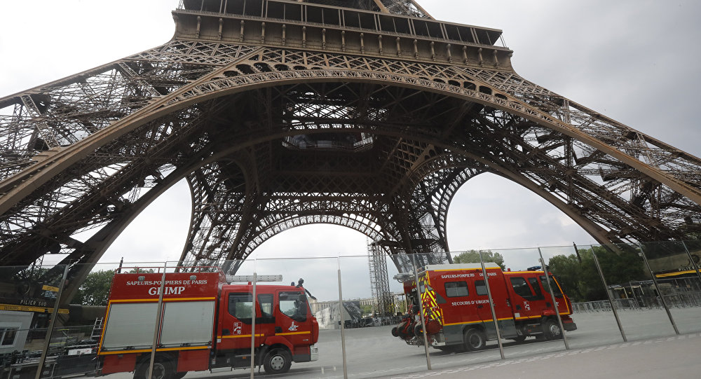Eiffel Tower climber in custody after reaching top