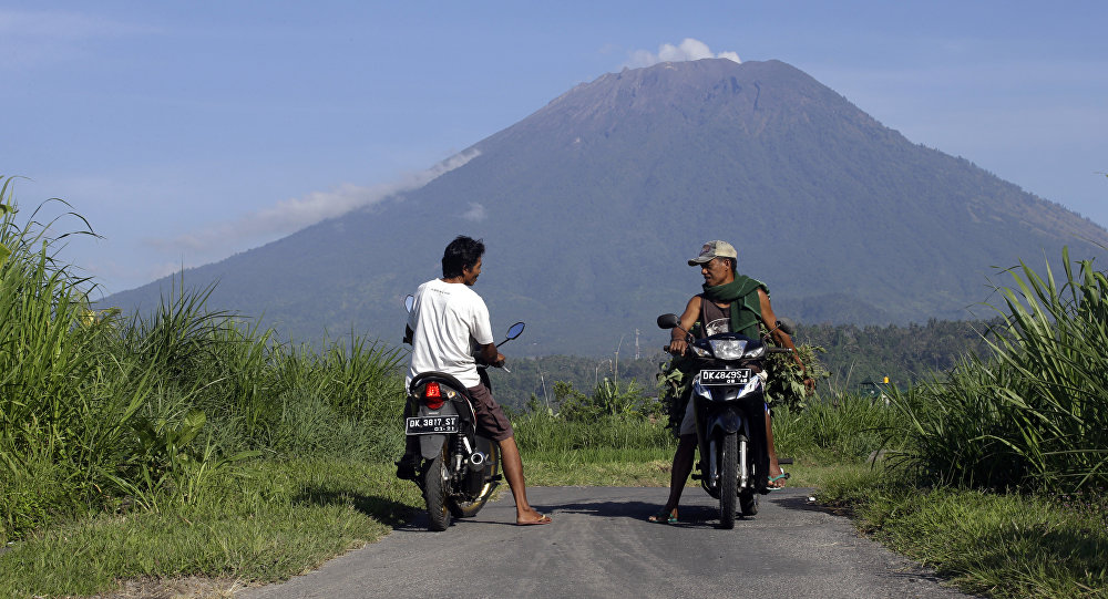 Volcano on Indonesia's Bali erupts, flights cancelled