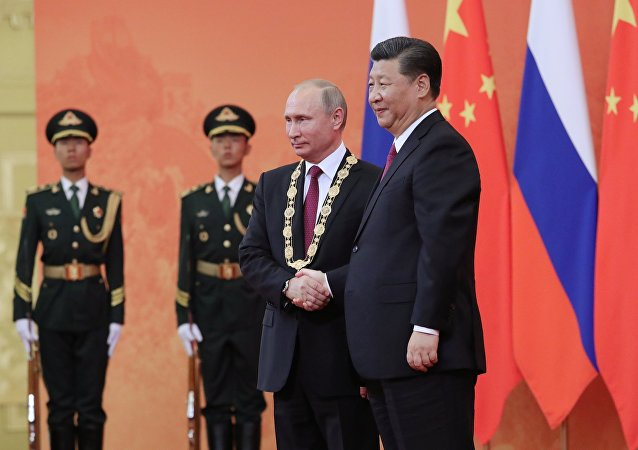 Chinese President Xi Jinping awards Putin the Order of Friendship.