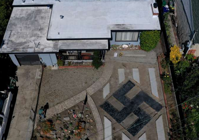 US Man Displays Swastika in Front Lawn, Insists It's 'Tibetan Sign'