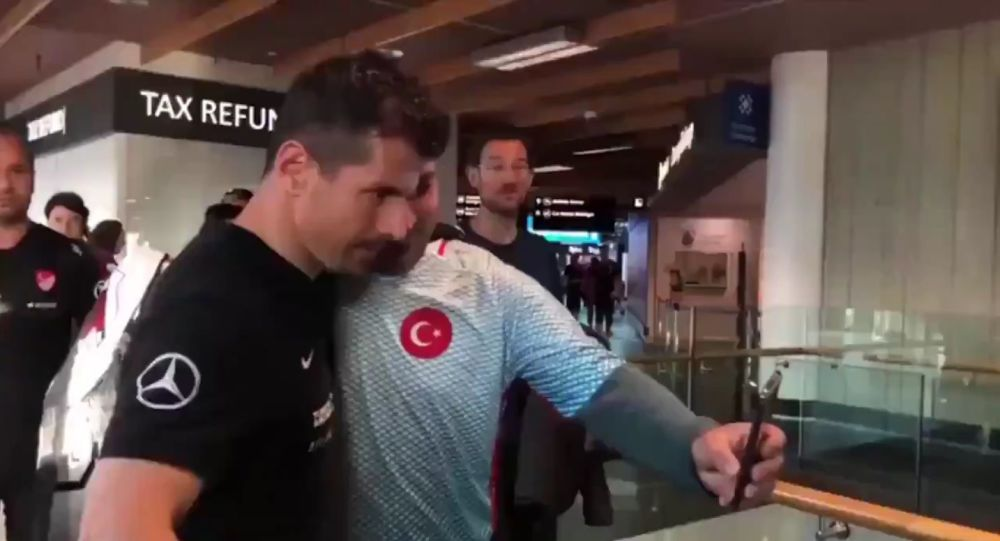 A person, handed a toilet brush to turkish national footbal team player Emre Belözoğlu in order to provoke him at the airport