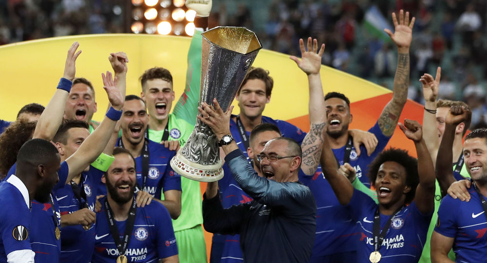 Chelsea head coach Maurizio Sarri lifts the trophy after winning the Europa League Final soccer match between Chelsea and Arsenal
