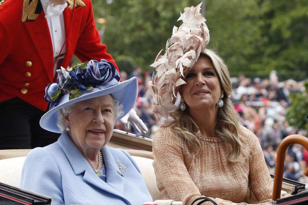 Britain's Queen Elizabeth II and Netherlands' Queen Maxima