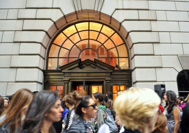 """his Sept 10, 2010, file photo shows people lining up to enter the Bergdorf Goodman store, in New York. E. Jean Carroll, a New York-based advice columnist claims Donald Trump sexually assaulted her in a dressing room at a Manhattan department store in the mid-1990s. The first-person account was published Friday, June 21, in New York magazine. Trump denied the allegations and said """"I've never met this person in my life."""" (AP Photo/Stephen Chernin, File)"""